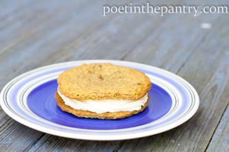 cheesecake cookie sandwich
