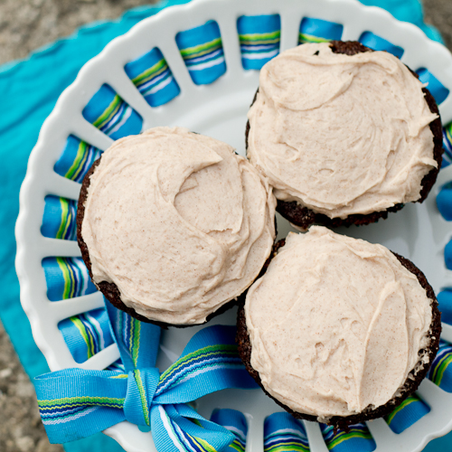 Gingerbread Cupcakes with Cinnamon Cream Cheese Frosting - poet in the pantry