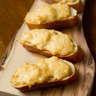 Cheesy Garlic Crostini