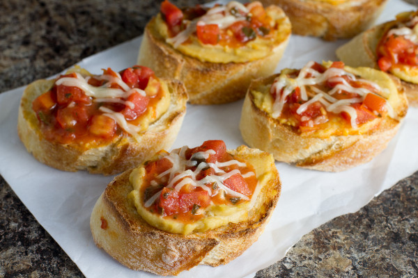 Roasted Garlic Hummus Bruschetta Crostini from Poet in the Pantry