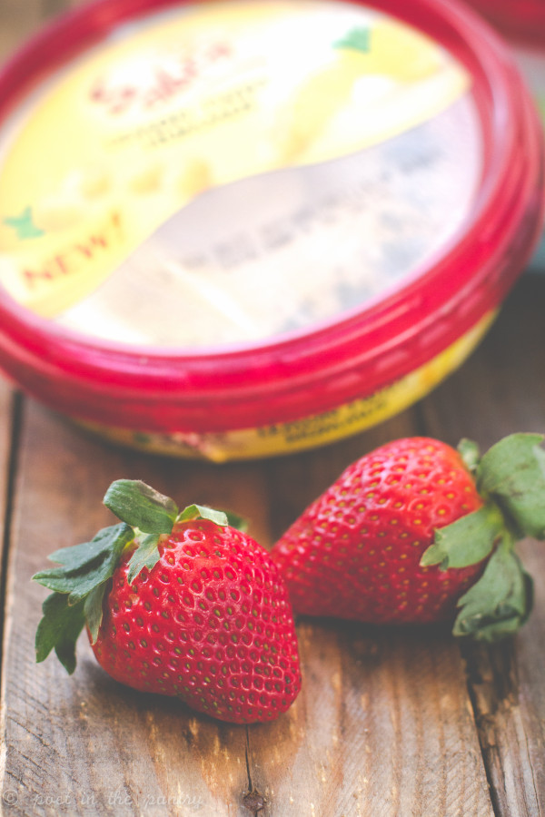Score a touchdown with Balsamic Roasted Strawberries Hummus this Super Bowl Sunday! {this post is sponsored by Sabra}