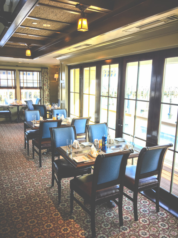 Fresh Salt, Saybrook Point Inn's restaurant and bar, is an attraction for locals and guests of the hotel. Don't let the casual atmosphere fool you--gourmet eats and delightful drinks await you! {sponsored post}