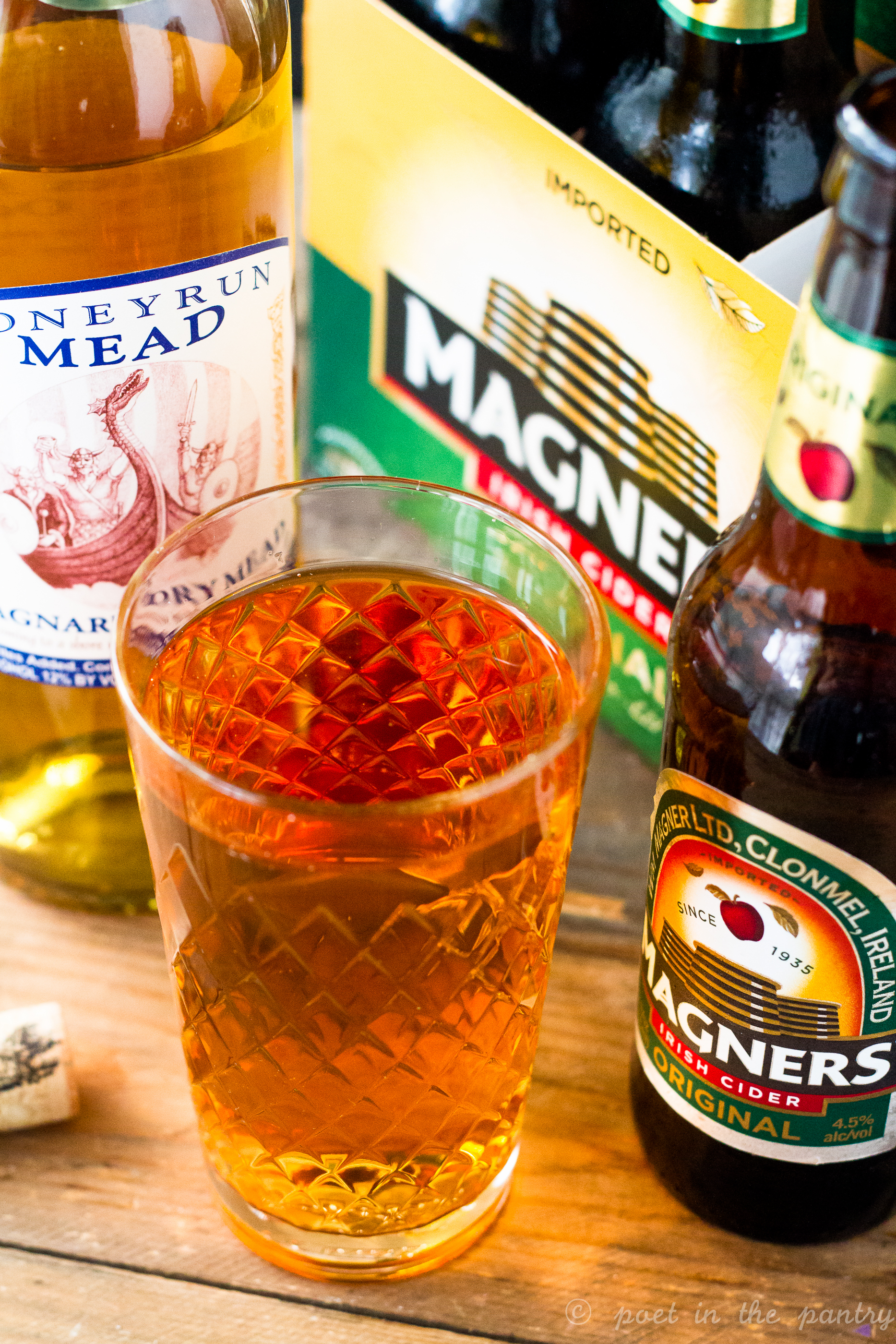 All you need for the Renaissance Faire version of a Bee Sting are mead and hard cider. An easy drink to chill with all summer long!