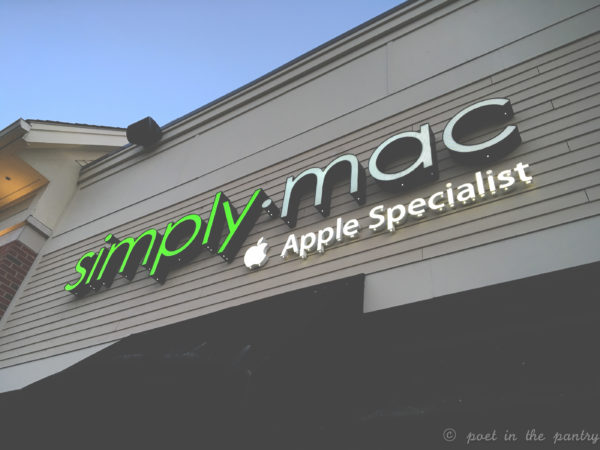Skip the lines and get your Apple serviced at Simply Mac, an Apple Specialist shop right in Canton at the Shoppes at Farmington Valley {sponsored post}