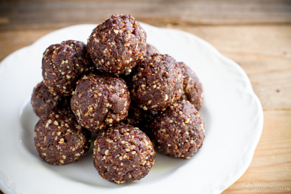 Chocolate Pecan Pie Energy Bites are a wholesome snack that pack a punch!