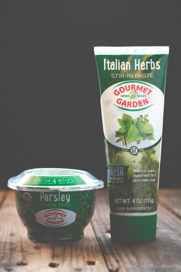 Gourmet Garden makes it easy for you to add the flavor of fresh herbs to all your dishes, even if you have a black thumb! {this post is sponsored by Gourmet Garden}