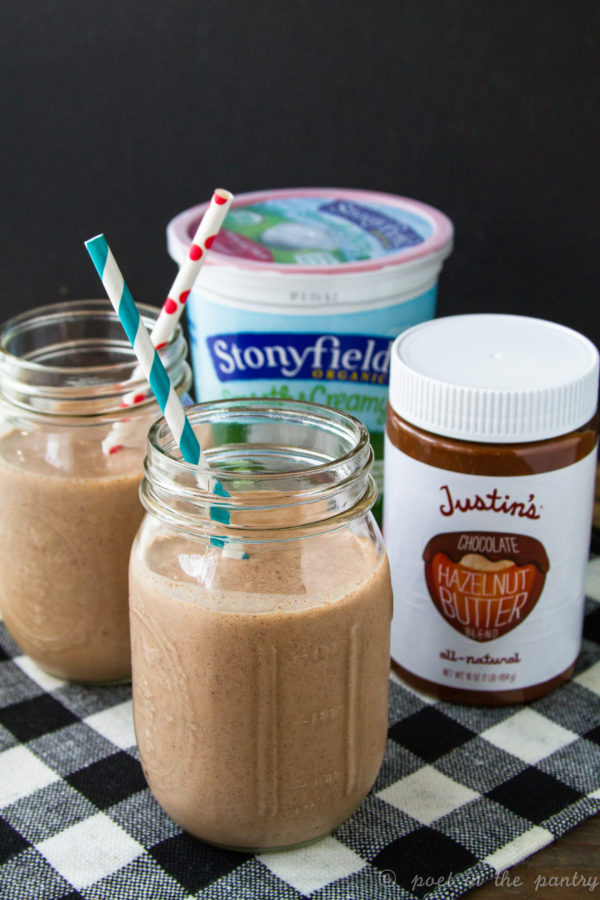 Take the sting out of the start of the school year with Chocolate Hazelnut Cookie Smoothies! {sponsored post} #stonyfieldbloggers